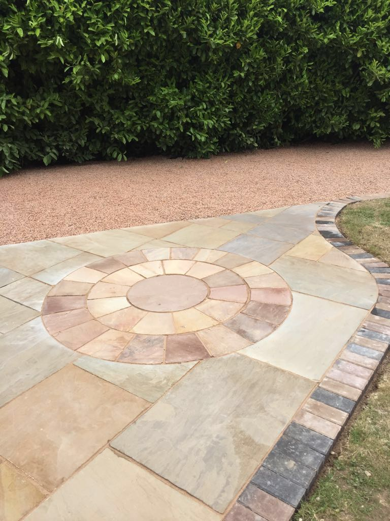 worcester-paving-showing-a-new-gravel-and-slab-driveway-in-worcestershire